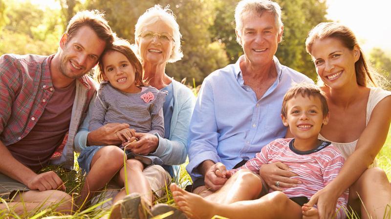 photo de famille heureuse